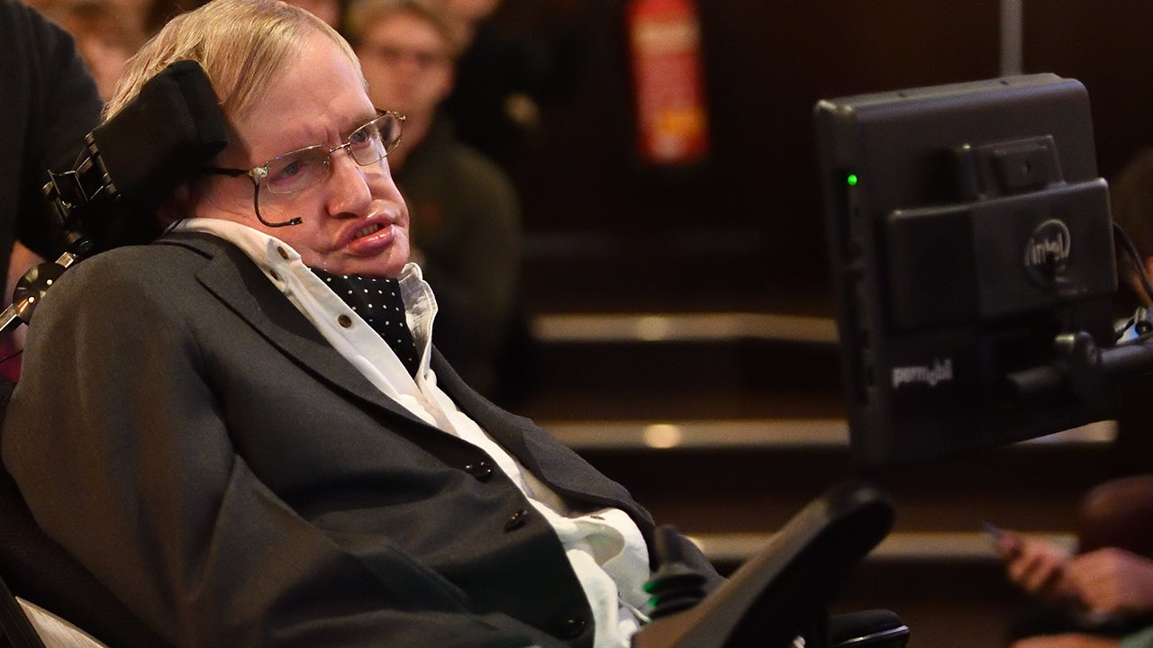 Thinker >> Stephen Hawking Dies at 76: World Mourns Death of Renowned Physicist | Inside Edition