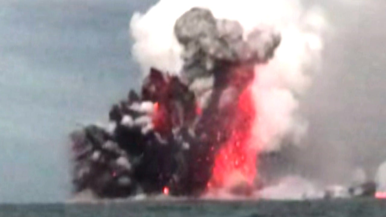 Hawaiian Tourists Describe Moment Their Boat Was Hit by