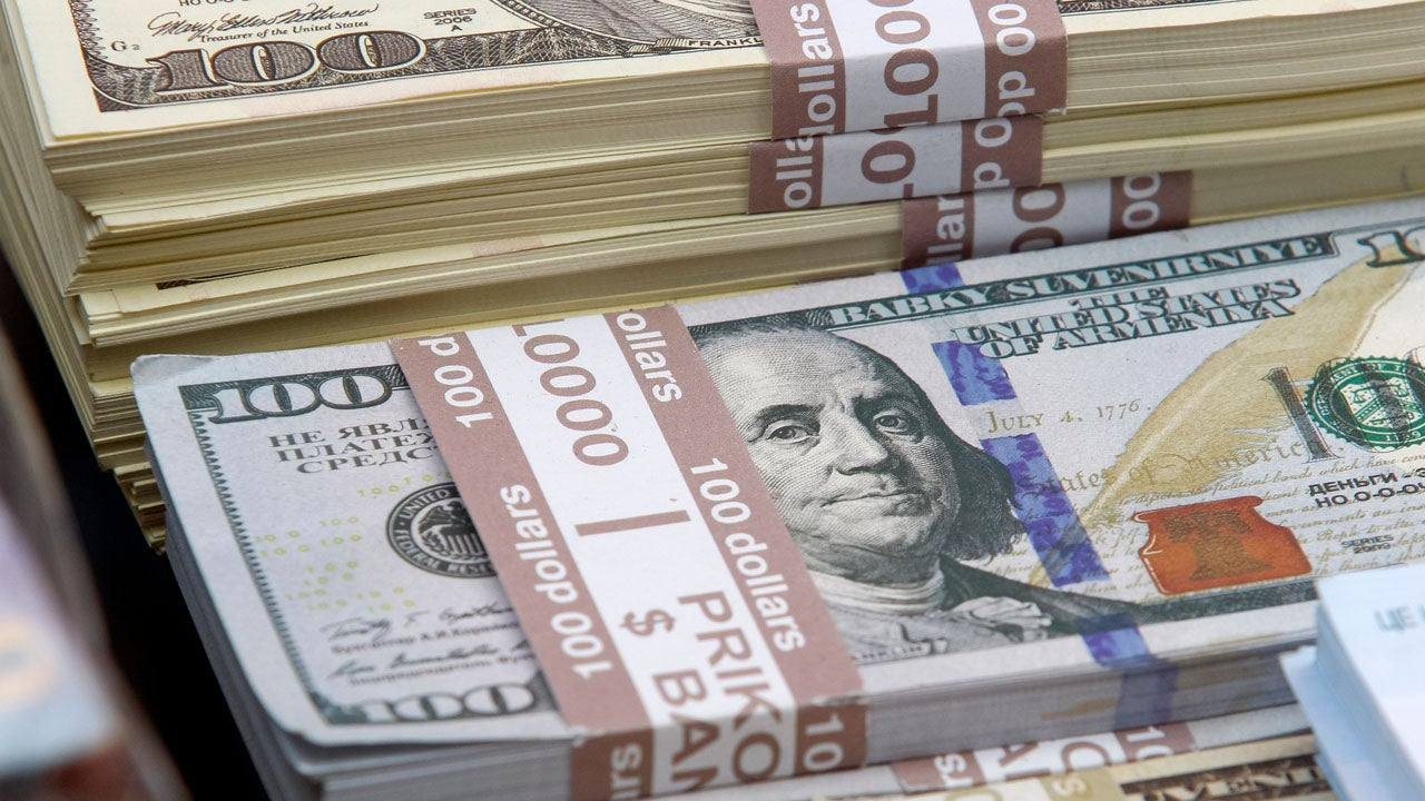 Group of Nurses Win $1 Million Lottery Prize | Inside Edition
