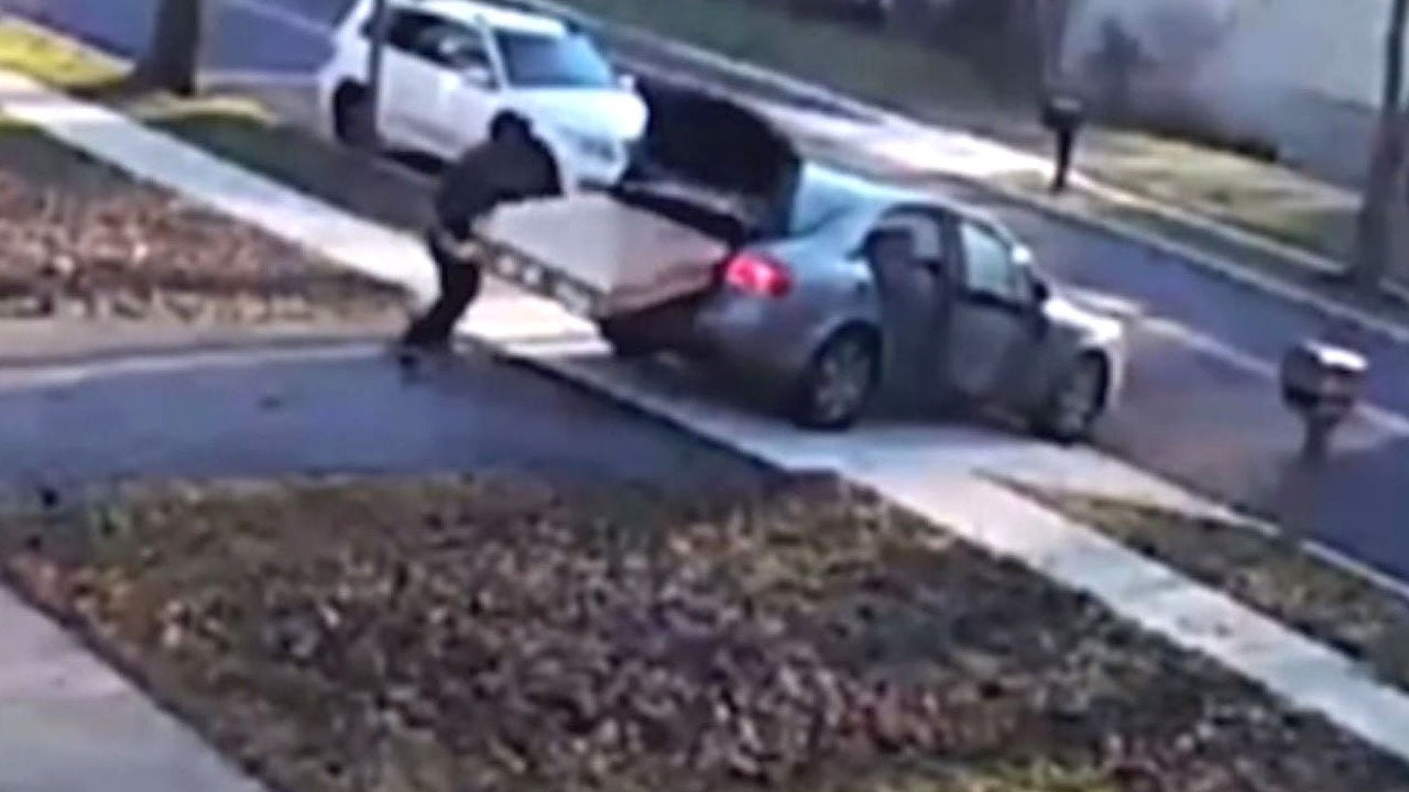 Bumbling Porch Pirate In Maryland Can T Fit Stolen Tv In