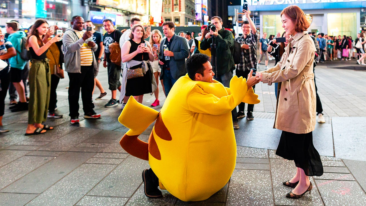 Man Dresses Up as Pikachu to Propose to Girlfriend in Times Square