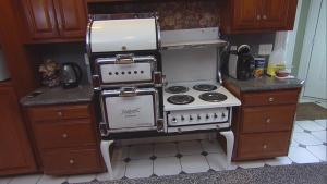 New York Family Still Uses 100-Year-Old Stove and 80-Year-Old Fridge