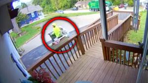 Kind Missouri Sanitation Worker Praised for Helping Elderly Woman with Trash Can
