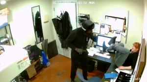 Pizza Shop Employee Bravely Escapes Robbery in Seattle