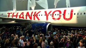 90,000 Delta Airline Employees Surprised With Collective $1.6 Billion Bonus