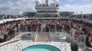 1,400 Couples Renew Wedding Vows Over Water and Set World Record