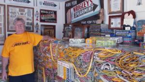 This Is the Longest Gum Wrapper Chain, the Guinness Book of World Records Says