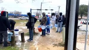 Texans Line Up at Pipes for Clean Water After Storm