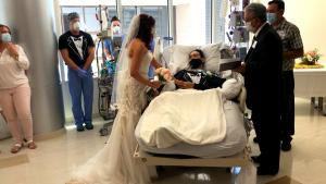 Texas Couple Who Got Married in Hospital Oppose Governor Lifting Mask Mandate