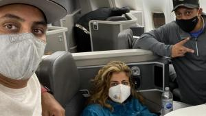 3 Doctors Spring Into Action to Save Woman's Life Saved on Plane