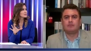 Reporter Alvina Ruiz Stays Calm as 6.0 Earthquake Shakes Live News Show in Peru