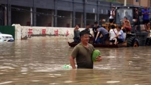 Commuters Waist-Deep in Water After Rain Floods Subway Tunnel in China