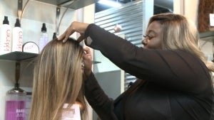 People With Cancer and Alopecia Receiving Free Wigs From Tennessee Hair Stylist