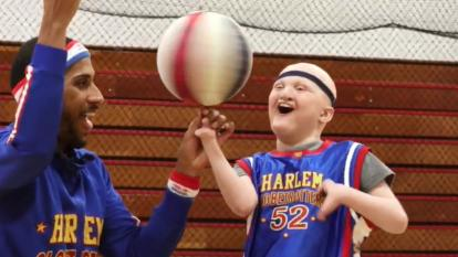 A Harlem Globetrotter surprises boy with rare form of cancer.