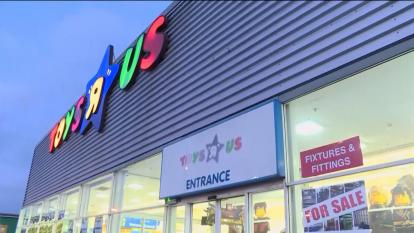 Toys R Us offers heavy discounts as it prepares to shutter its doors.