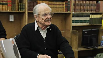 William Daniels signs copies of his memoir for fans.