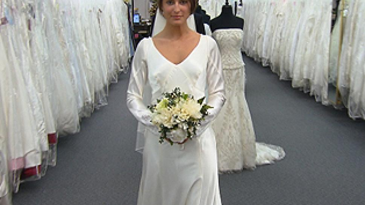 Twilight wedding dress recreated by carolina herrera inside edition twilight wedding dress recreated by carolina herrera junglespirit Images