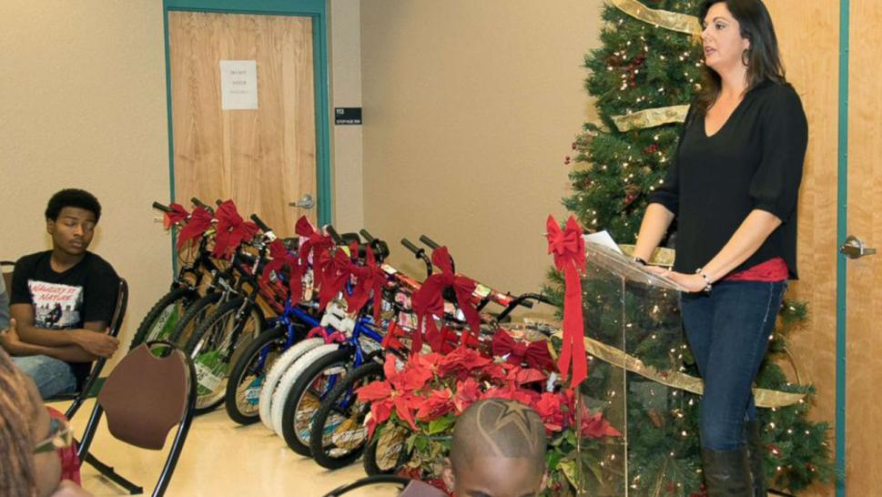 Woman Rallies to Throw 125 Kids a Huge Christmas Party | Inside Edition