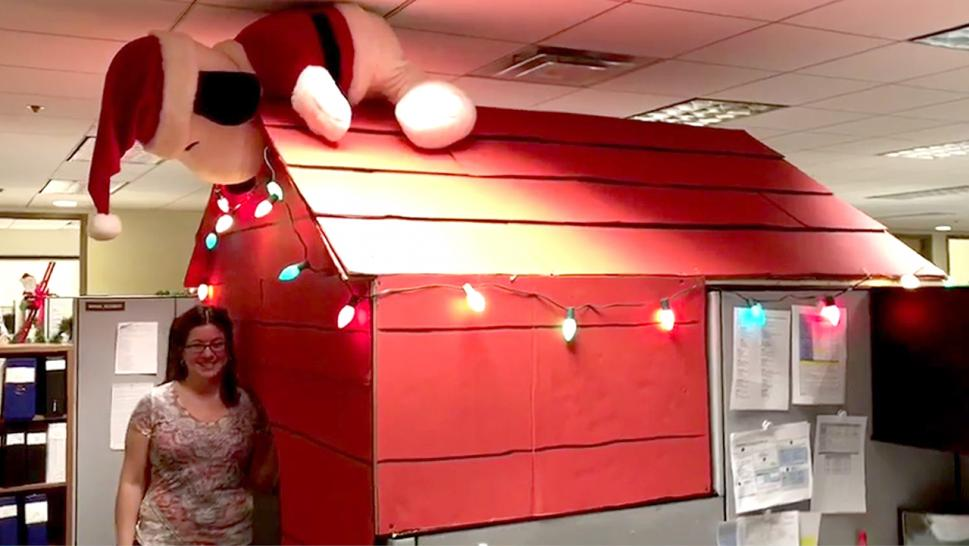 Woman Turns Her Office Cubicle Into Snoopy S Doghouse For