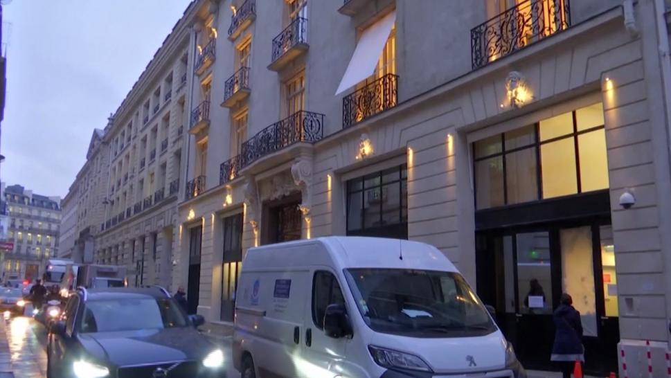 French police hunt two men after Ritz jewellery heist