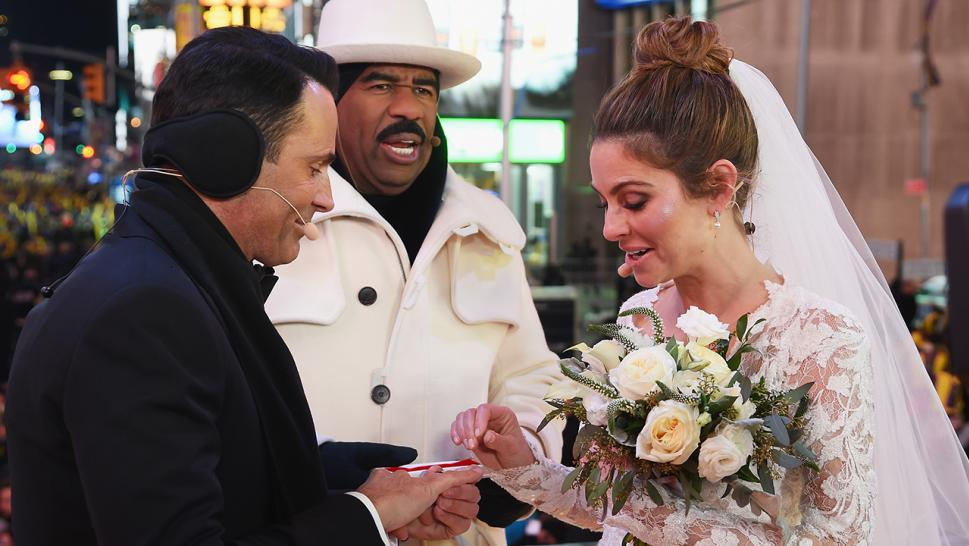 Maria menounos has surprise wedding in times square during new maria menounos marries her boyfriend of 20 years keven undergaro in a surprise new years eve junglespirit Choice Image