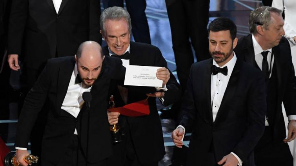 Take two: Dunaway and Beatty return to scene of Oscars fiasco