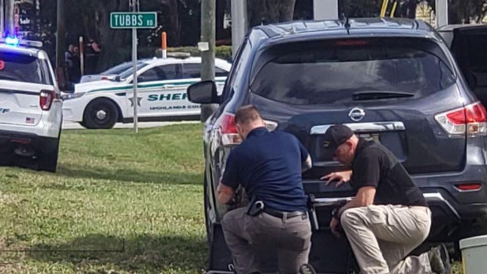 Gunman kills five hostages in Florida bank