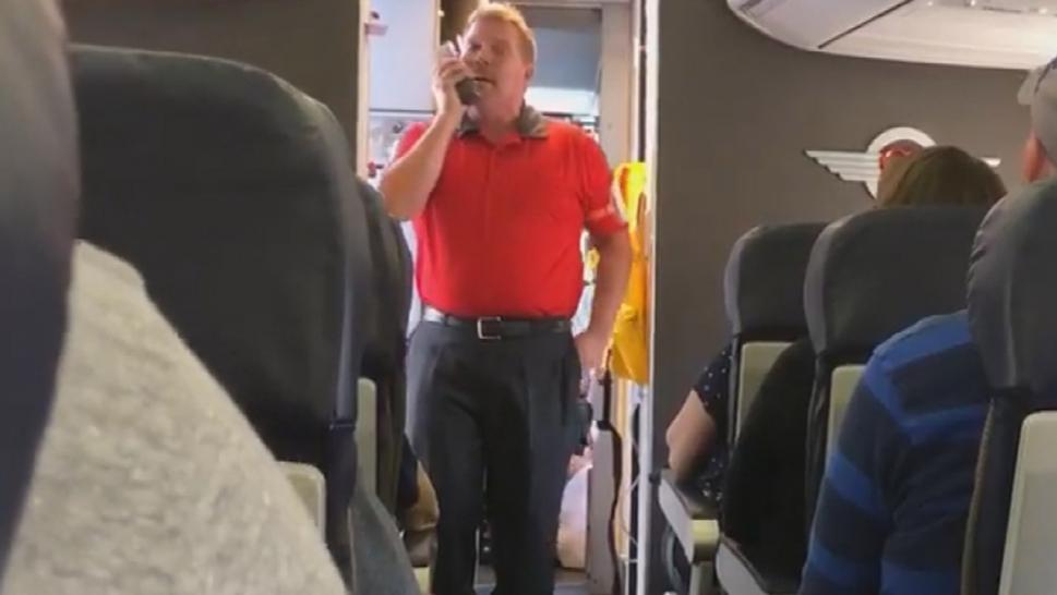 When Southwest Airlines gate agent Scott Wirt learned that trooper's mom was on the plane, he decided to come on board to honor her in his own way during a flight.