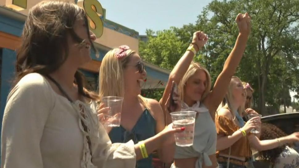 Bachelorettes celebrate in Nashville.