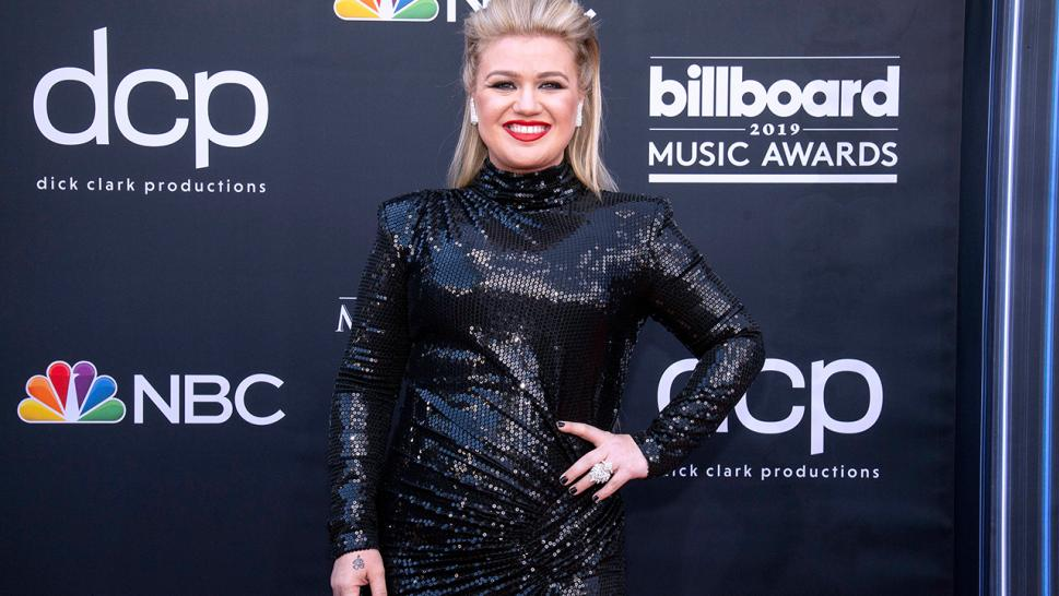 Why Kelly Clarkson Playing Through Appendicitis Pain Could Have Been Dangerous