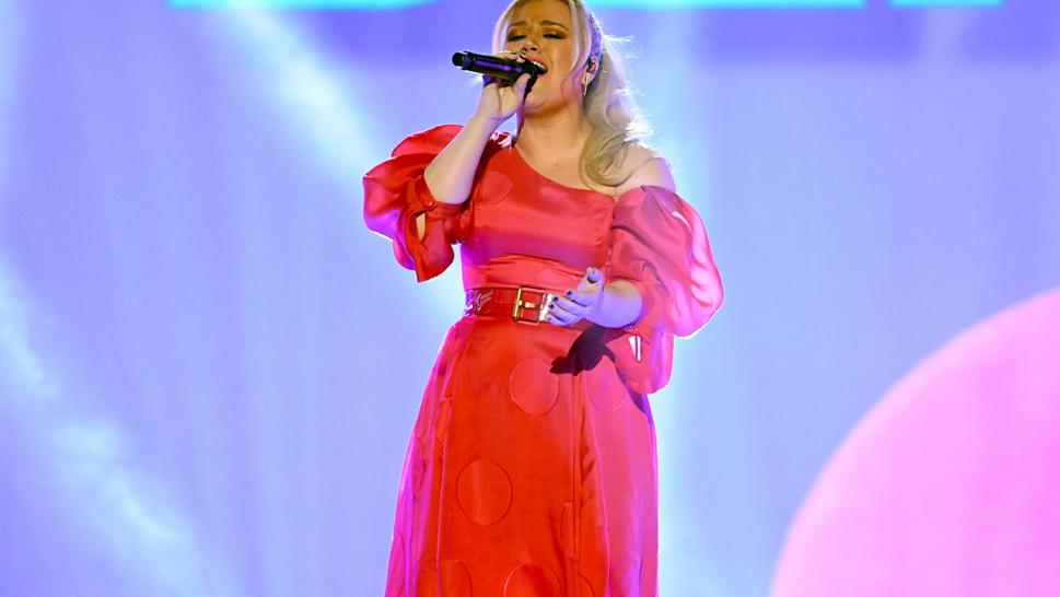 Kelly Clarkson performs at the 2019 Billboard Music Awards.
