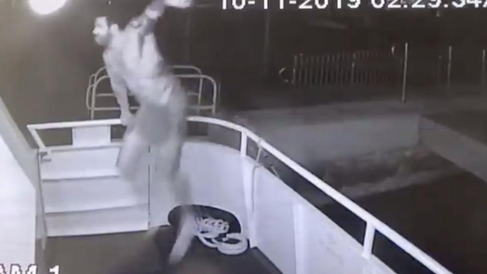 Naked Florida Man Jumps Onto Boat, Steals Its Flag