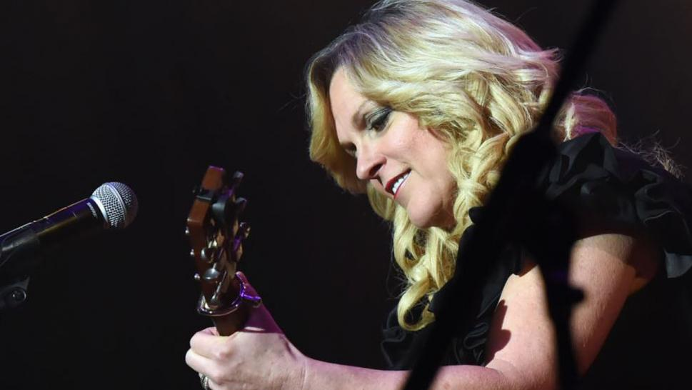 Rhonda Vincent says scam artists are targeting her fans.