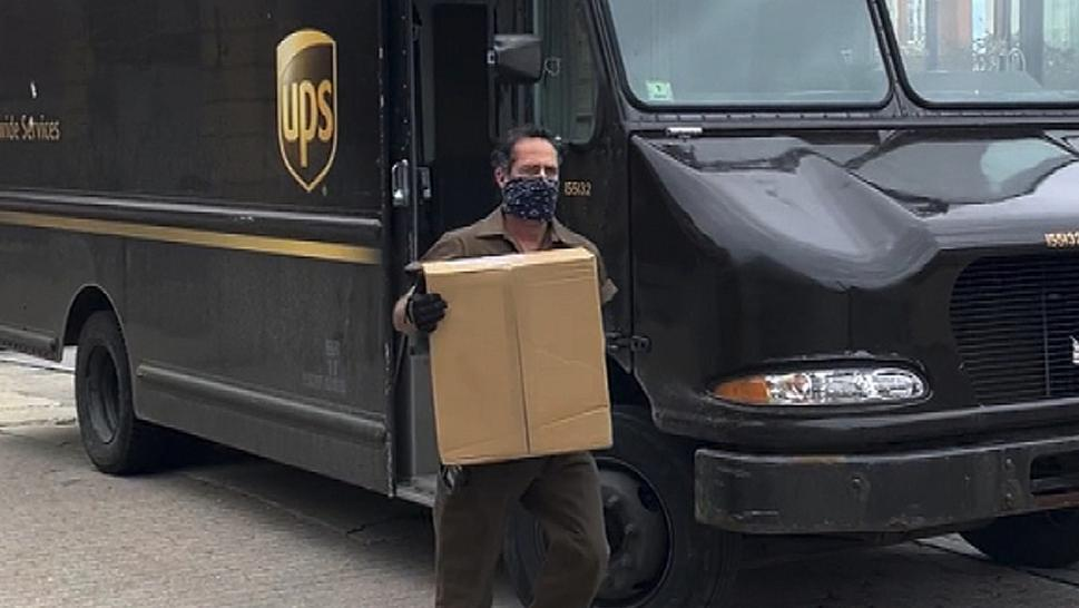This UPS Man Is on a Mission to Deliver Positivity