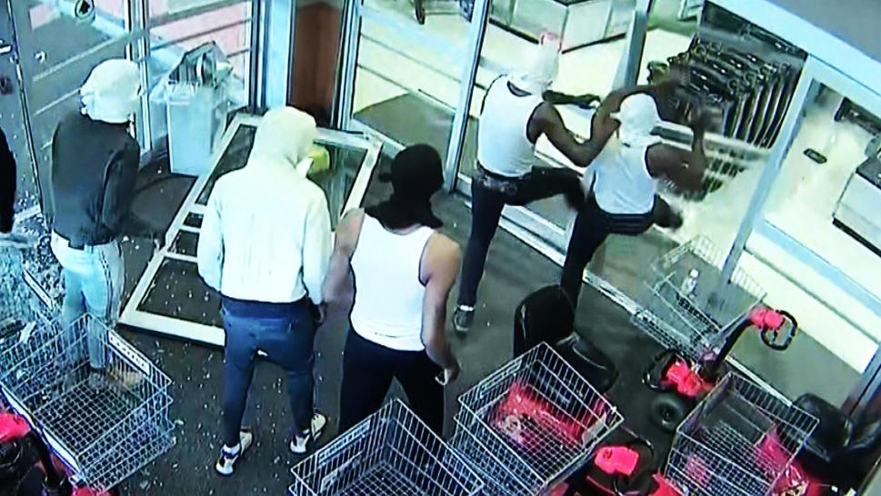 Looters break into a Philly ShopRite.