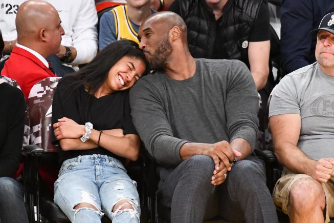 Kobe and Gianna Bryant enjoy courtside seats on Nov. 17, 2019.