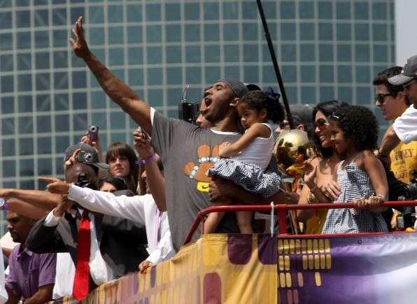 Kobe Bryant holds daughter Gianna on double decker