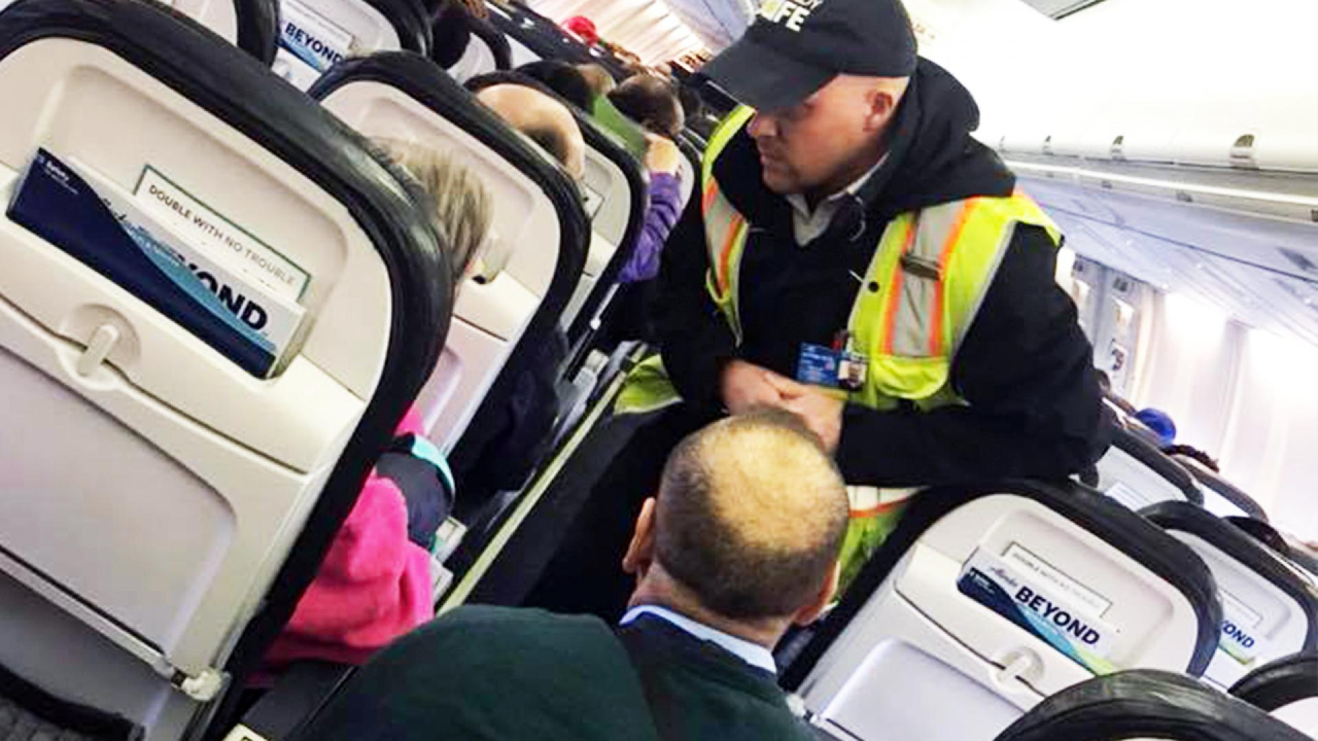 A flight crew is commended for the way they calmed an elderly passenger with dementia.