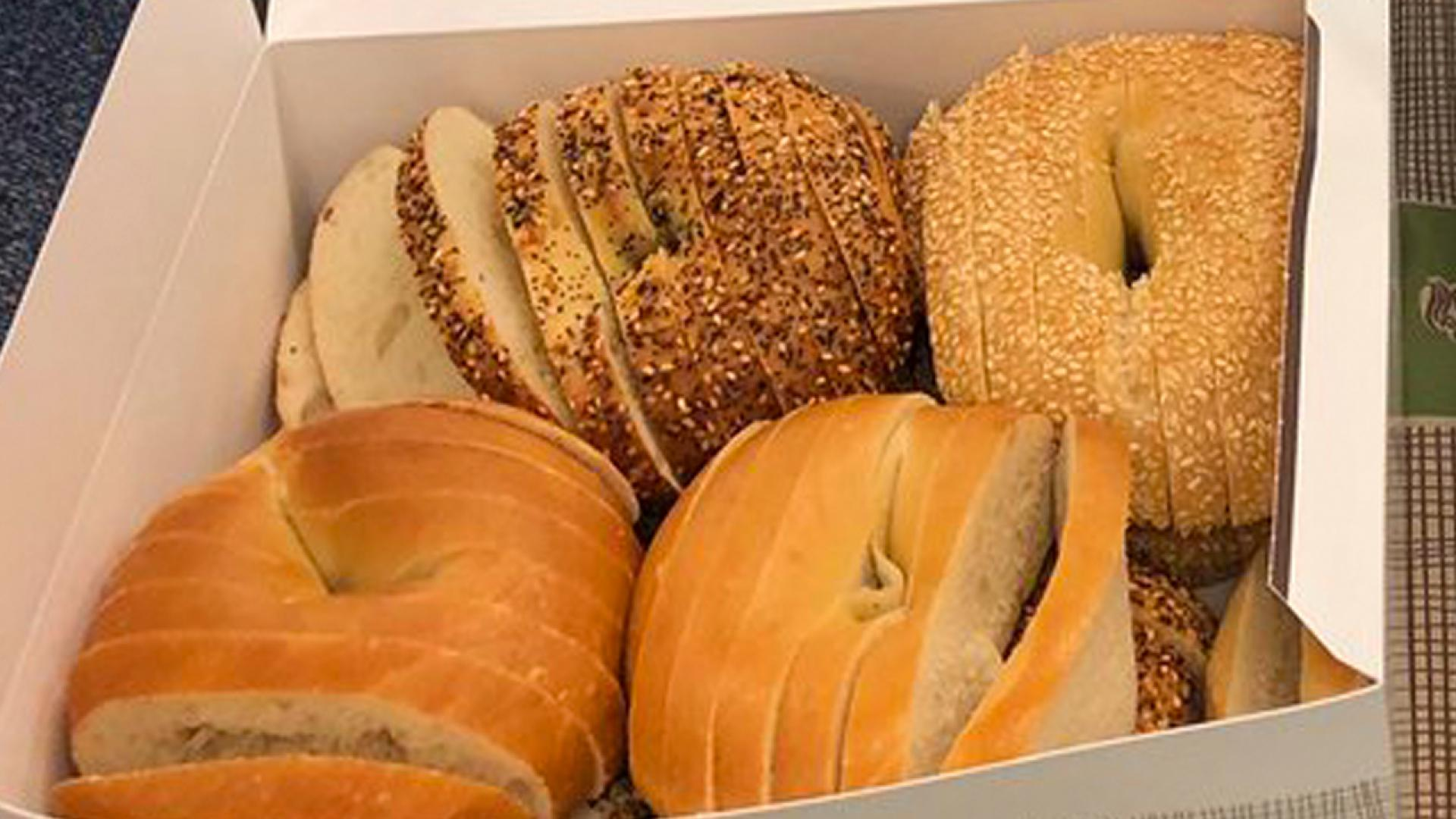 What Are St Louis Style Sliced Bagels Internet Appalled After Seeing Breakfast Item Sliced Vertically Inside Edition