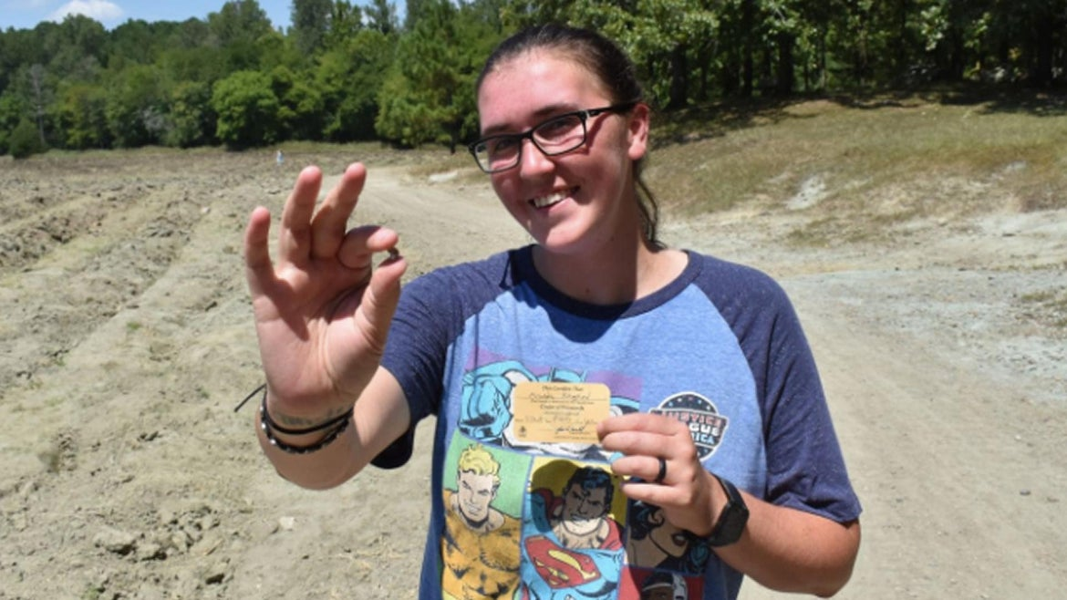 Miranda Hollingshead really wanted to find a diamond at theCrater of Diamonds State Park in Arkansas but wasn't sure how to go about it.So she turned to YouTube for guidance.