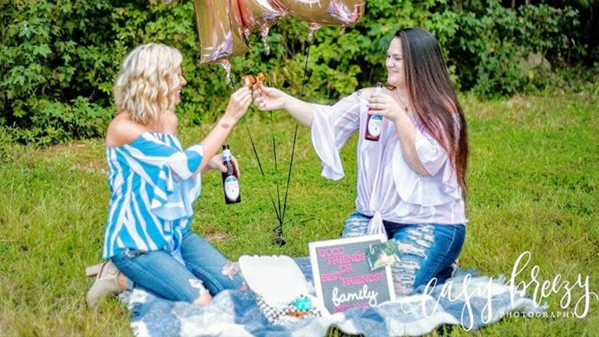 Two best friends from South Carolina spent the afternoon celebrating their friendship with a photo shoot.