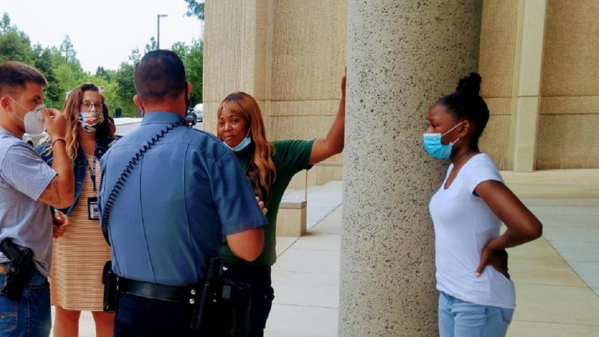 A jobless Missouri mom donated her lottery winnings to an injured cop.