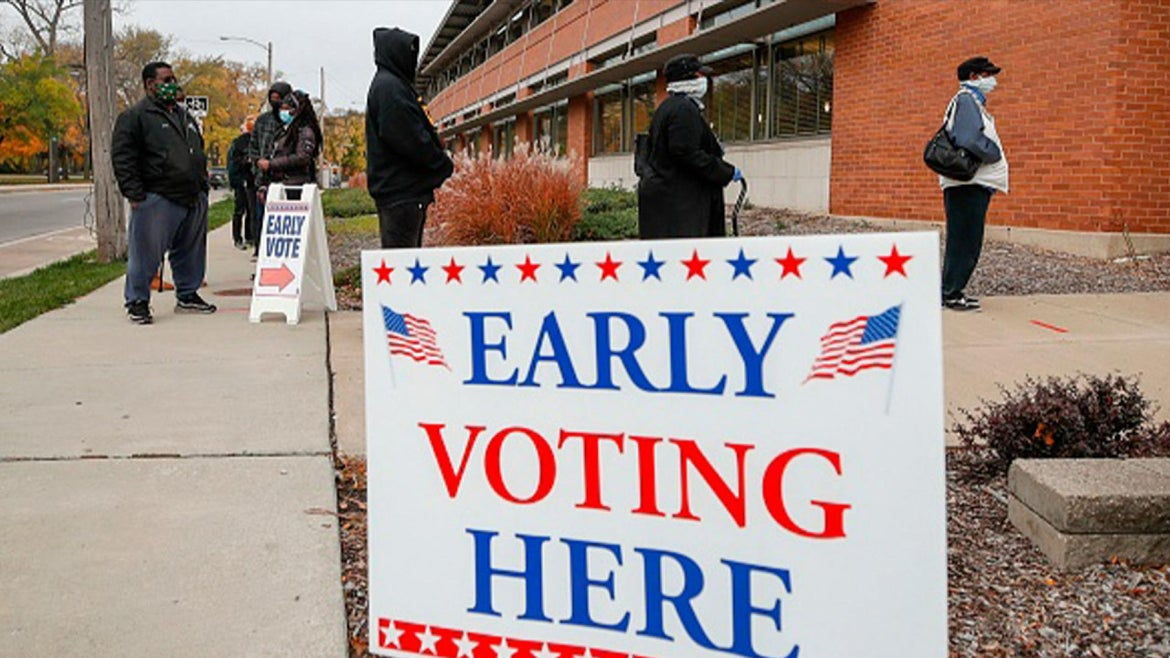 People lining up for early voting