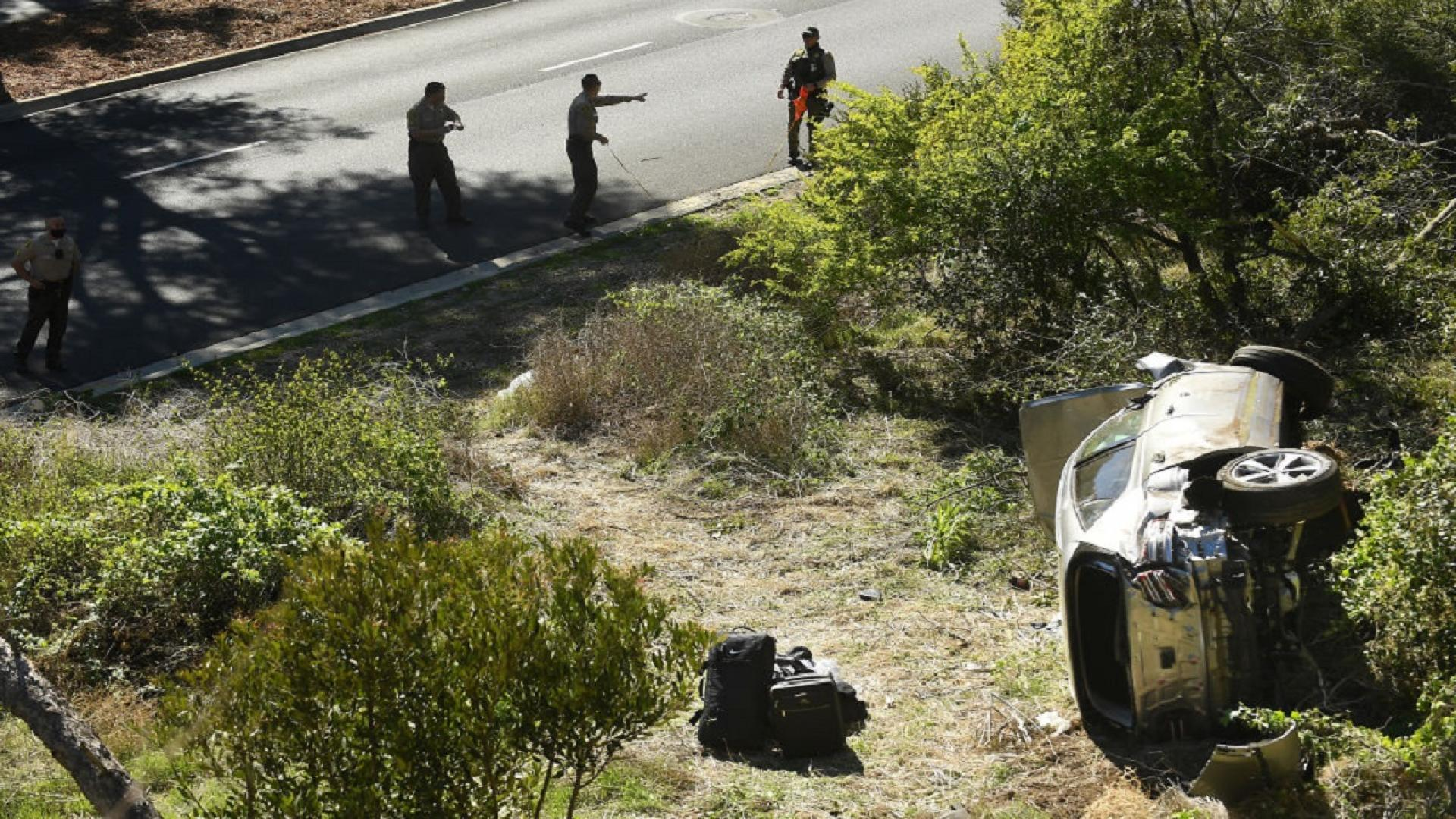 Sheriff's deputies at the site of Tiger Woods car crash in Los Angeles County.