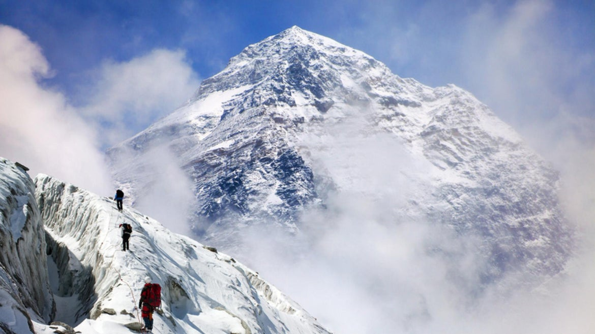 Panoramic view of Mount Everest from Kala Patthar with group of climbers on the way to Everest, Sagarmatha national park, Khumbu valley - Nepal Himalayas mountains