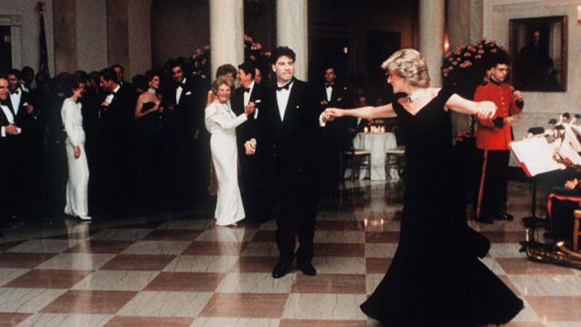 Princess Diana dances with John Travolta during President Ronald Reagan and First Lady Nancy Reagan, at the White House on November 9, 1985.