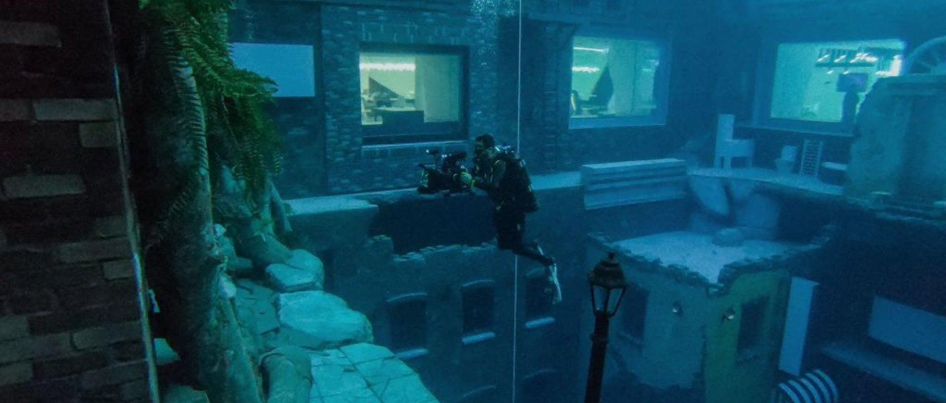 Deep Dive Dubai diver enjoying pool