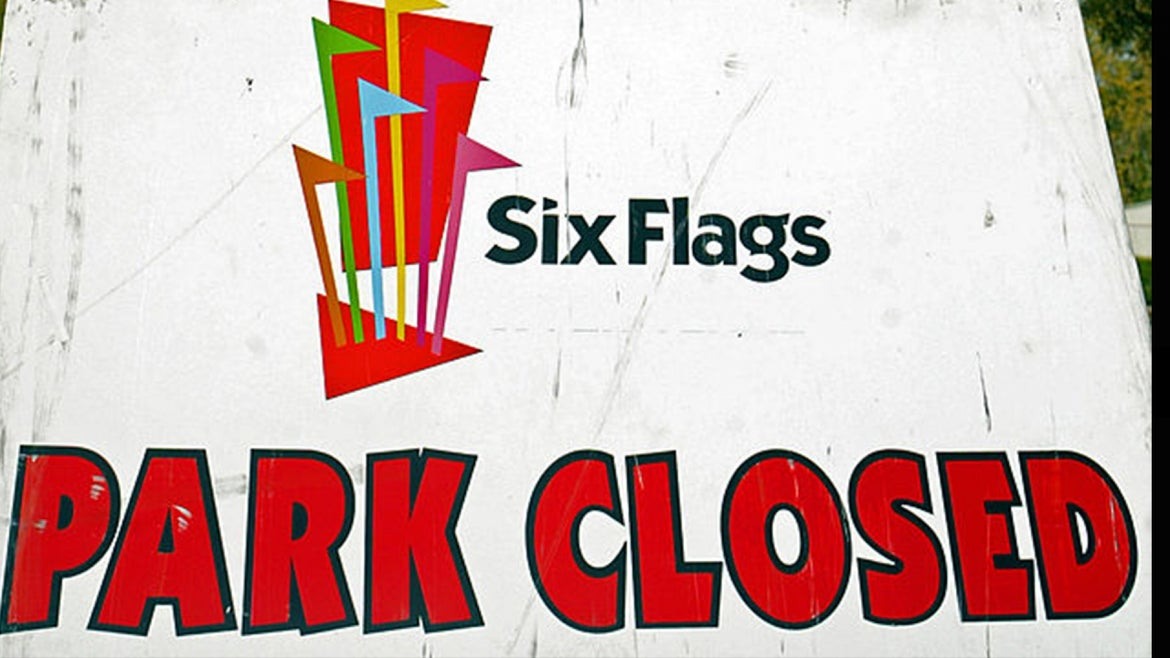 """Six Flags """"park closed"""" sign"""