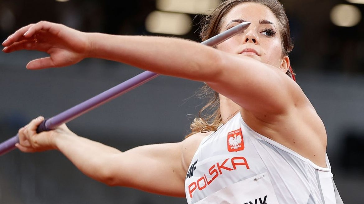 Maria Andrejczyk throwing javelin